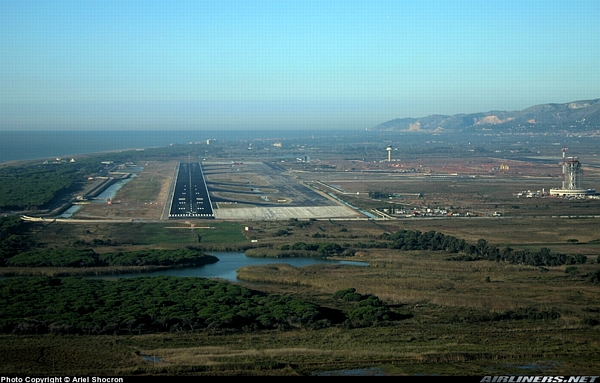 The new third runway of the Barcelona airport can be observed in this picture. In the background, at a short distance straight ahead from this new runway: Gavà Mar